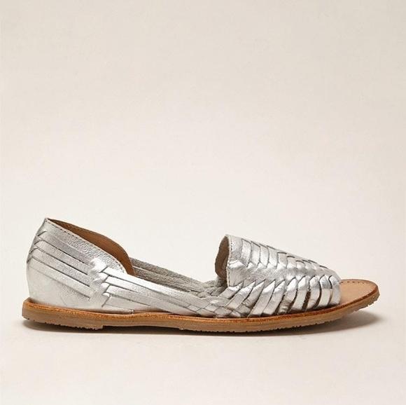 597fe53cf76087 Sbicca Jared silver huarache sandals